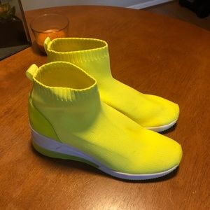 NEON YELLOW MICHEAL KORS BOOTS SIZE 10